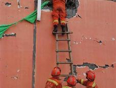西藏消防总队首批赴青海玉树人员展开救援
