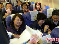 航班旅客空中为青海玉树地震灾区捐款