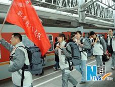 重庆首列抗震救灾医疗队专列出发
