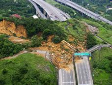 图片直击台湾山崩断桥事故