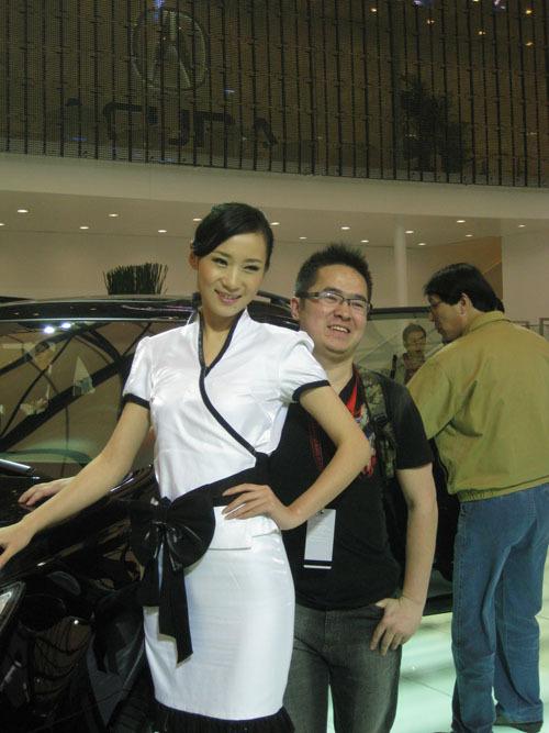[花絮]车展观众与美女车模之间的故事