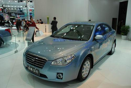 奔腾B50亮相车展 5月上市售价11-15万元