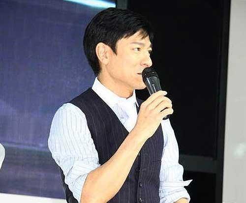 刘德华现身2009上海车展讴歌展台