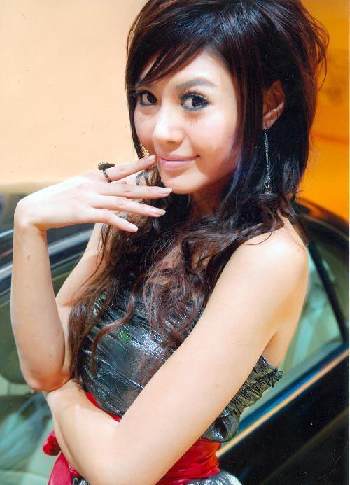 2009青岛国际车展: 靓车与美女激情碰撞盛会