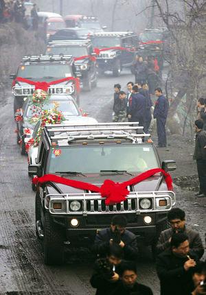 山西煤老板北京车展上一掷千金 靠开豪华车减压