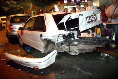 司机酒后驾车连撞9人 5死包括孕妇(组图)