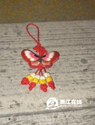 打工妹在杭州爱心斑马线旁被保时捷车撞死