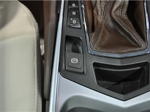 凯迪拉克新SRX量产车亮相成都车展