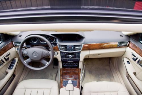 重返E时代 试驾全新梅赛德斯-奔驰E300