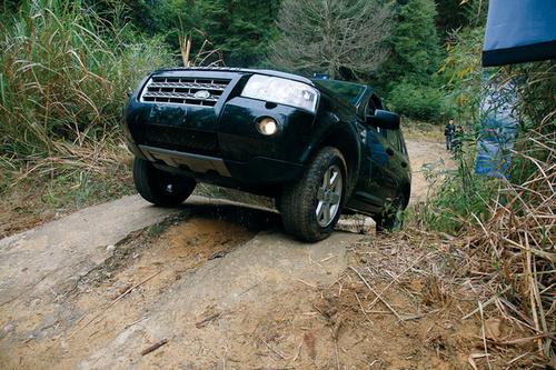 柴油动力的紧凑级SUV 试驾路虎神行者2 TD4