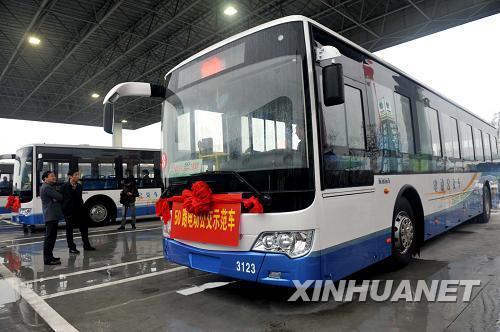 江苏扬州首个电动汽车充电站建成启用