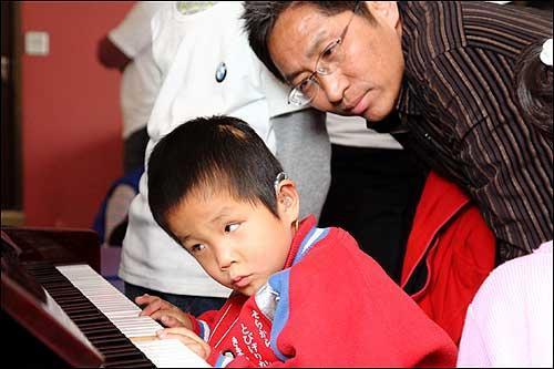 北京燕宝办盲童爱心运动会