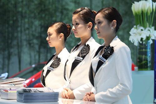 """北京车展吉利展台最""""潮""""的礼仪"""