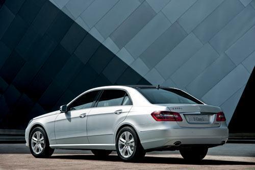 奔驰全新长轴距E级上市 售51.5-67.5万元