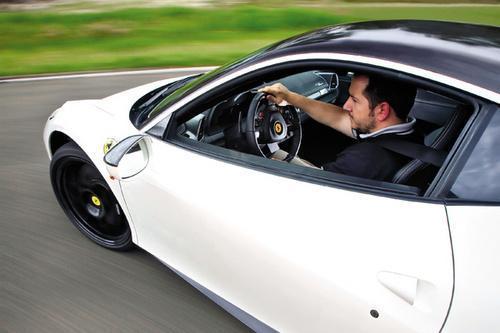 试驾法拉利458奥克利改装版 潜能完全释放(2)