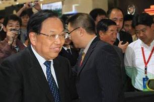 上海副市长蒋以任莅临上海通用展馆