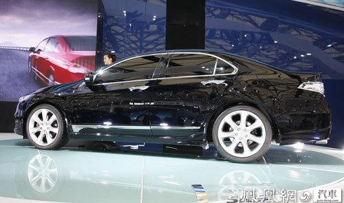 """""""排队等车"""",很多消费者也深深地喜欢上了东风本田的系列车型.高清图片"""
