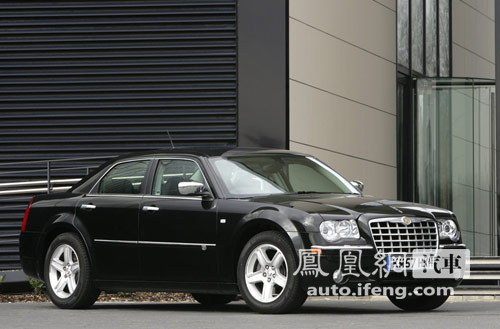 汽车,在中国市场呢?难道会出现贴菲亚特牌子的克莱斯勒   铂高清图片
