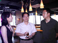 东风柳汽销售副总经理伍雪峰与凤凰网CFO&COO李亚、汽车频道主编陈红娟