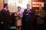 事件营销大奖颁奖:从左到右依次是21世纪商业评论主编吴伯凡、通用世博项目总经理刘奇、北京现代副总经理张志勇、广汽乘用车总经理办公室主任李刚。