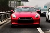 日产GT-R红色