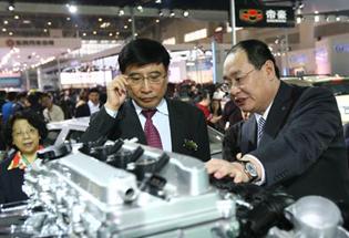 国家工业和信息化部副部长苗圩参观吉利