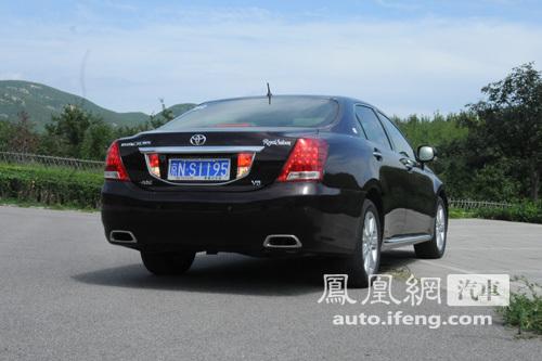 凤凰网汽车试驾新皇冠 舒适与操控的矛盾体(2)
