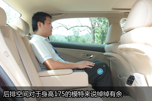 凤凰网汽车试驾新皇冠 舒适与操控的矛盾体(5)