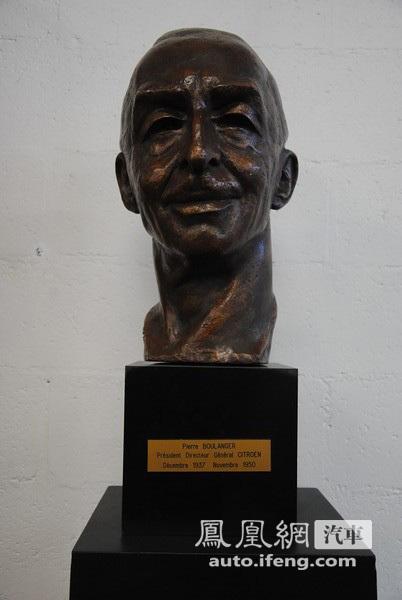 车厂创始人安德烈·雪铁龙先生的头像雕塑