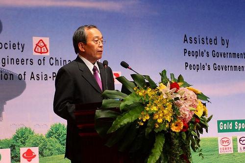 内山田竹志:在中国,就要做为中国的事