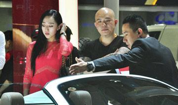"""北京车展热点回顾:当""""杨钰莹""""看上法拉利"""