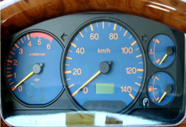 作为生产工具车型,经济性向来是轻卡用户关心的重点,江铃新凯运在这方面表现尤为出色。除了发动机本身节能表现出色之外,该车还采用了先进的高压共轨技术,配合电子油门,电控喷射系统,废气再循环系统等领先技术,排放轻松达到国五标准,使整车能耗低,在50km/h等速度情况下,油耗仅为7.
