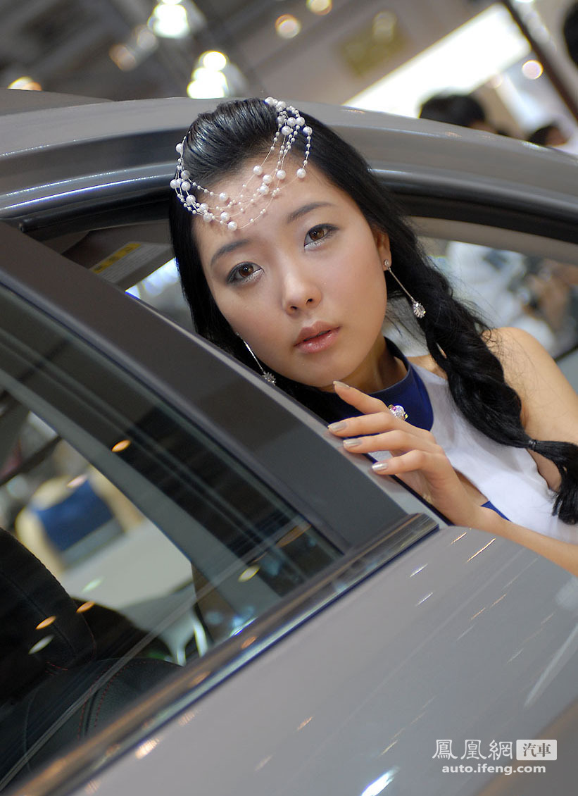 韩国可爱车模李秀贞