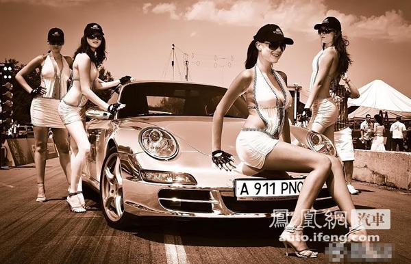 性感美女车模围观电镀保时捷跑车