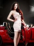 魅惑无限的汽车美女广告