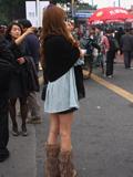 车展街拍不怕冷美女