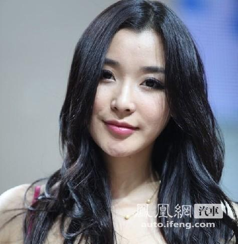 汪小菲前绯闻女友冯婧亮相上海车展