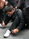 小偷盗窃保时捷展台 被追捕遭围殴