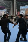 广州车展开展第一天再现血案 展馆工作人员混战