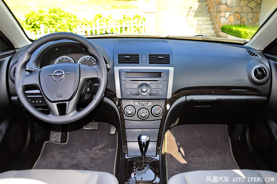 18万的新福美来自动旗舰版车型为例,新车第一年保险费用在4000元左右.