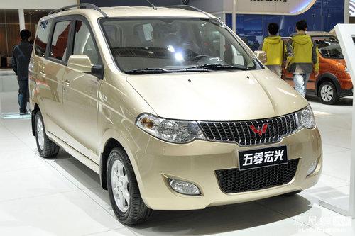 紧凑型商务车五菱宏光正式上市 售价4.48万起