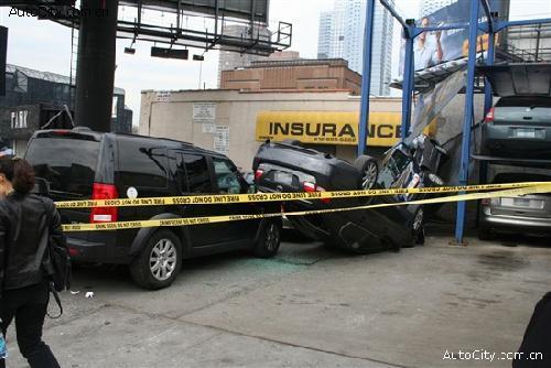 多层钢结构停车场显然出问题了