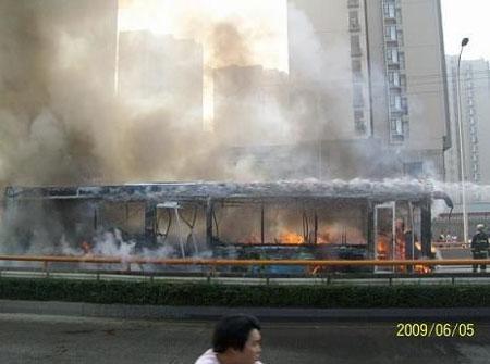 成都公交车燃烧事件排除炸药爆炸可能(图)