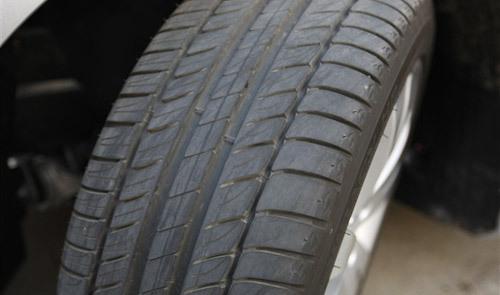 轮胎花纹不一存隐患 换胎应先做四轮定位