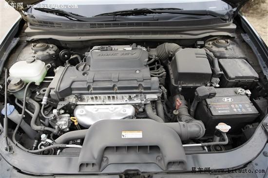 ]搭载了经过全新调校的α-1.6 CVVT和β-1.8发动机,虽然在动力参数上没有什么变化,但是匹配重新调校过的5挡手动变速器和4挡自动变速器,实现了比目前国内在售的伊兰特[综述 图片 论坛]节油8%的目标。按照厂方公布的数据,ELANTRA 悦动1.6手动挡的百公里综合油耗为6.