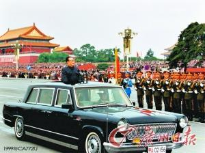 席的江泽民乘坐一汽生产的红旗C   综述高清图片