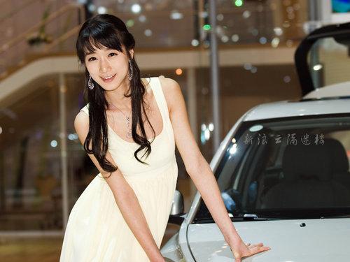 """韩国美女拍照""""底线"""" 著名美女车模"""