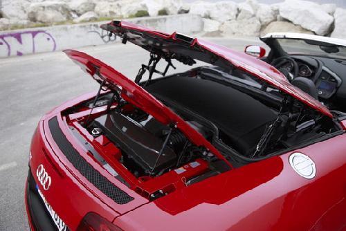 奥迪/奥迪为这款车提供了两种变速箱,传统的6速手动变速器以及R...