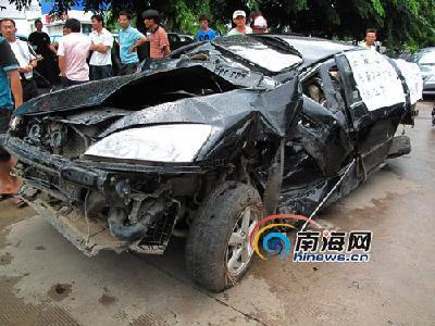 图片 论坛]在海南西线高速公路145公里处发生车祸,该车已严重变形