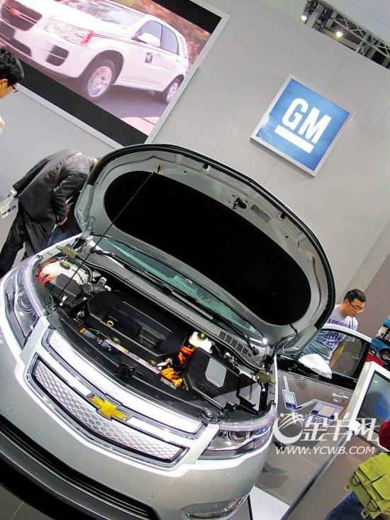 装备有燃料电池,高压氢容器,小型锂离子电池,减速机一体型同轴电机.